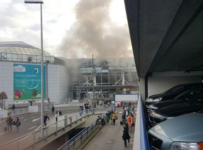Sân bay Bỉ đổ nát và hỗn loạn sau 2 vụ nổ liên tiếp  - Ảnh 2