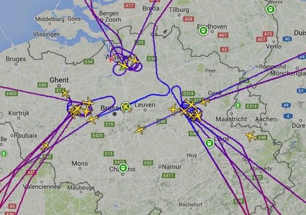 Sân bay Bỉ đổ nát và hỗn loạn sau 2 vụ nổ liên tiếp  - Ảnh 4