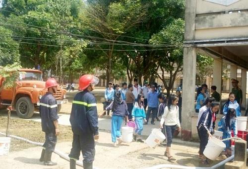 """Lâm Đồng dùng xe cứu hỏa giải """"cơn khát"""" cho dân ở các vùng khô hạn - Ảnh 1"""