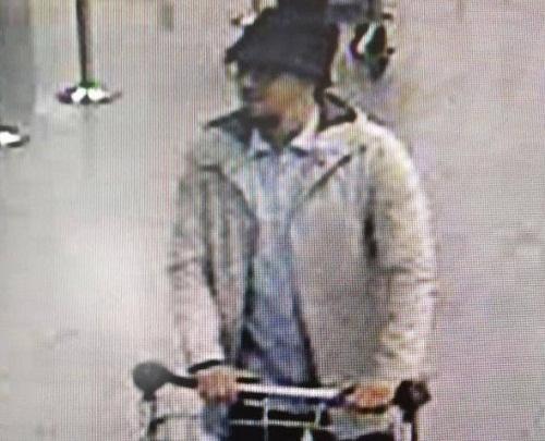 Bắt giữ kẻ làm giả giấy tờ cho nghi phạm khủng bố Brussels và Paris - Ảnh 2