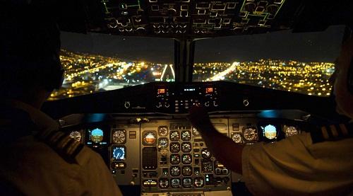 Vụ máy bay Dubai rơi tại Nga: Các phi công hoảng loạn, tranh cãi trong buồng lái - Ảnh 1
