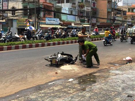 Truy tìm đối tượng tạt axit hai nữ sinh giữa đường phố Sài Gòn - Ảnh 1