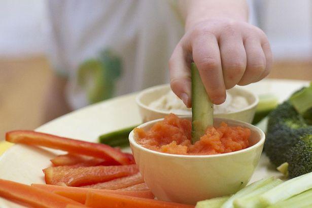 Những thực phẩm bạn không bao giờ nên ăn nếu muốn tránh xa ngộ độc - Ảnh 2