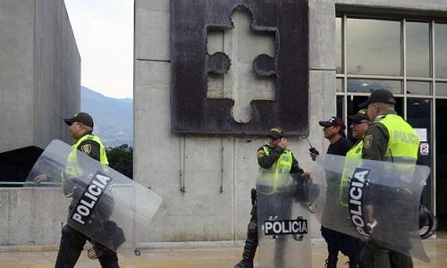 Cảnh sát Colombia dính bê bối tham gia đường dây mại dâm nam - Ảnh 1