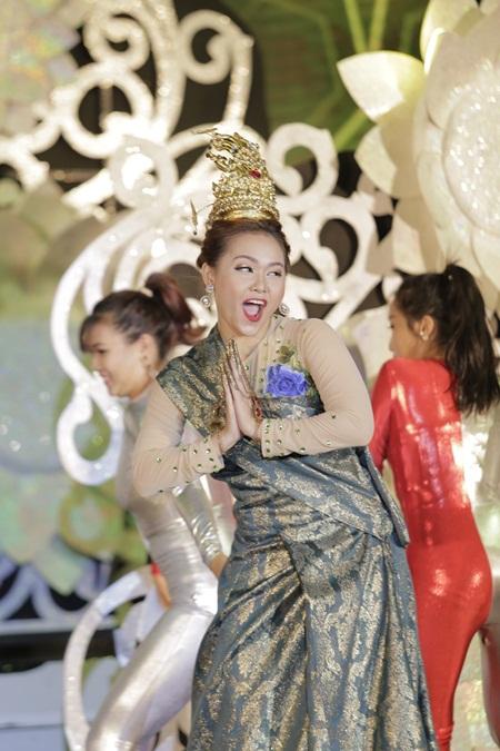 """Trấn Thành """"cướp"""" vợ sắp cưới của Ngô Kiến Huy - Ảnh 1"""