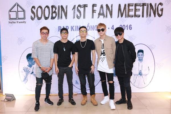 Khán giả đội mưa, vượt 30 cây số ủng hộ buổi off fan của Soobin - Ảnh 1