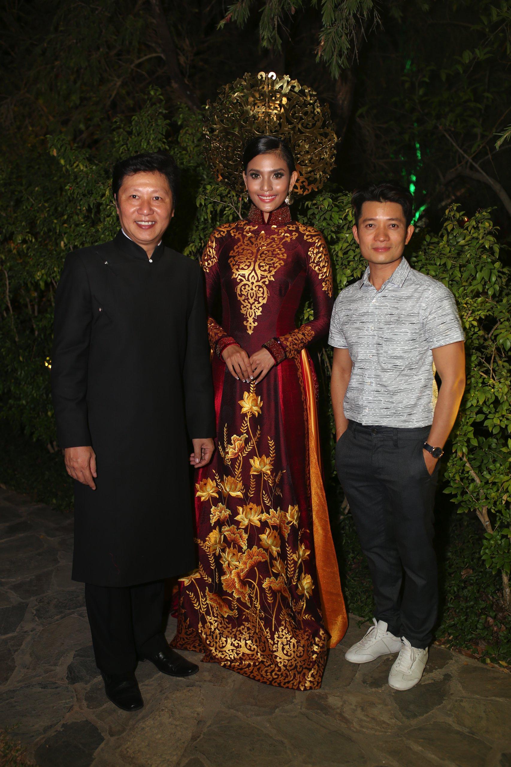 Á hậu Trương Thị May trình diễn áo dài từng thi Miss Universe  - Ảnh 4