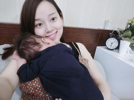 Facebook sao: Nhã Phương lần đầu nói yêu Trường Giang, Hà Tăng gầy gò - Ảnh 2