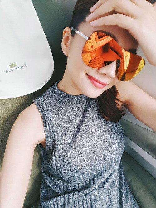 """Facebook sao: Hoàng Thùy Linh khoe dáng nuột nà, Hà Tăng lộ thân hình """"cò hương"""" - Ảnh 12"""