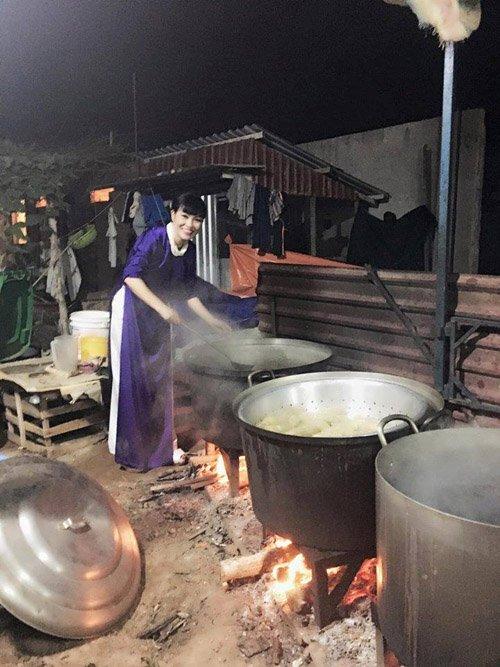 """Facebook sao: Hoàng Thùy Linh khoe dáng nuột nà, Hà Tăng lộ thân hình """"cò hương"""" - Ảnh 8"""