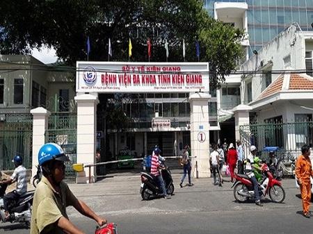 Người nhà bệnh nhân hỗn chiến tại bệnh viện tỉnh Kiên Giang - Ảnh 1