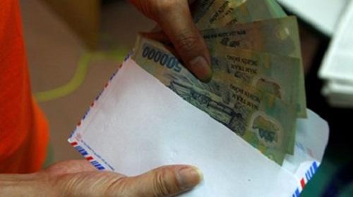 Nhận tiền của doanh nghiệp, nhóm cán bộ thuế và hải quan bị truy tố - Ảnh 1