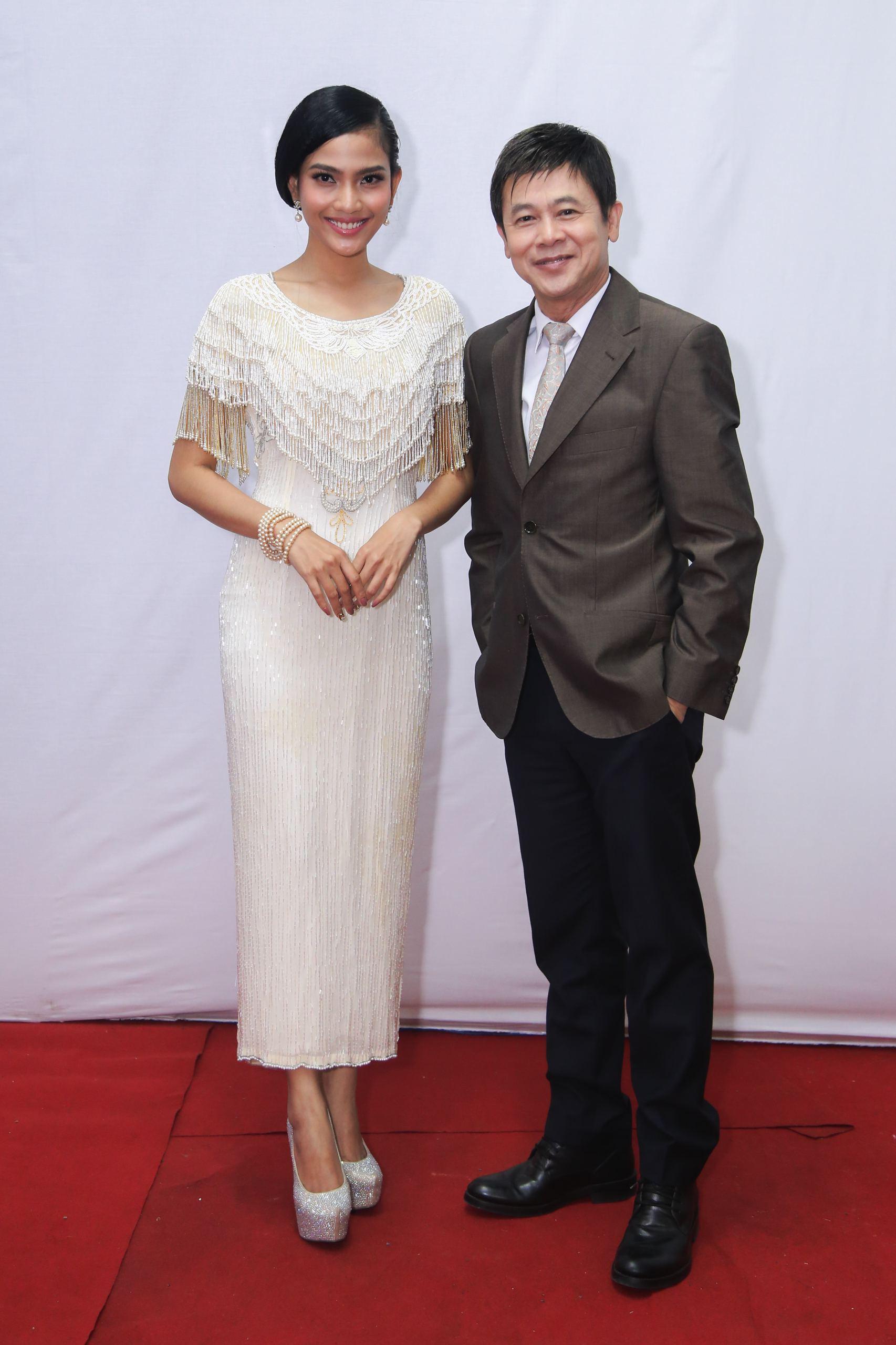 Á hậu Trương Thị May diện váy độc đáo sánh bước bên danh ca Thái Châu - Ảnh 3