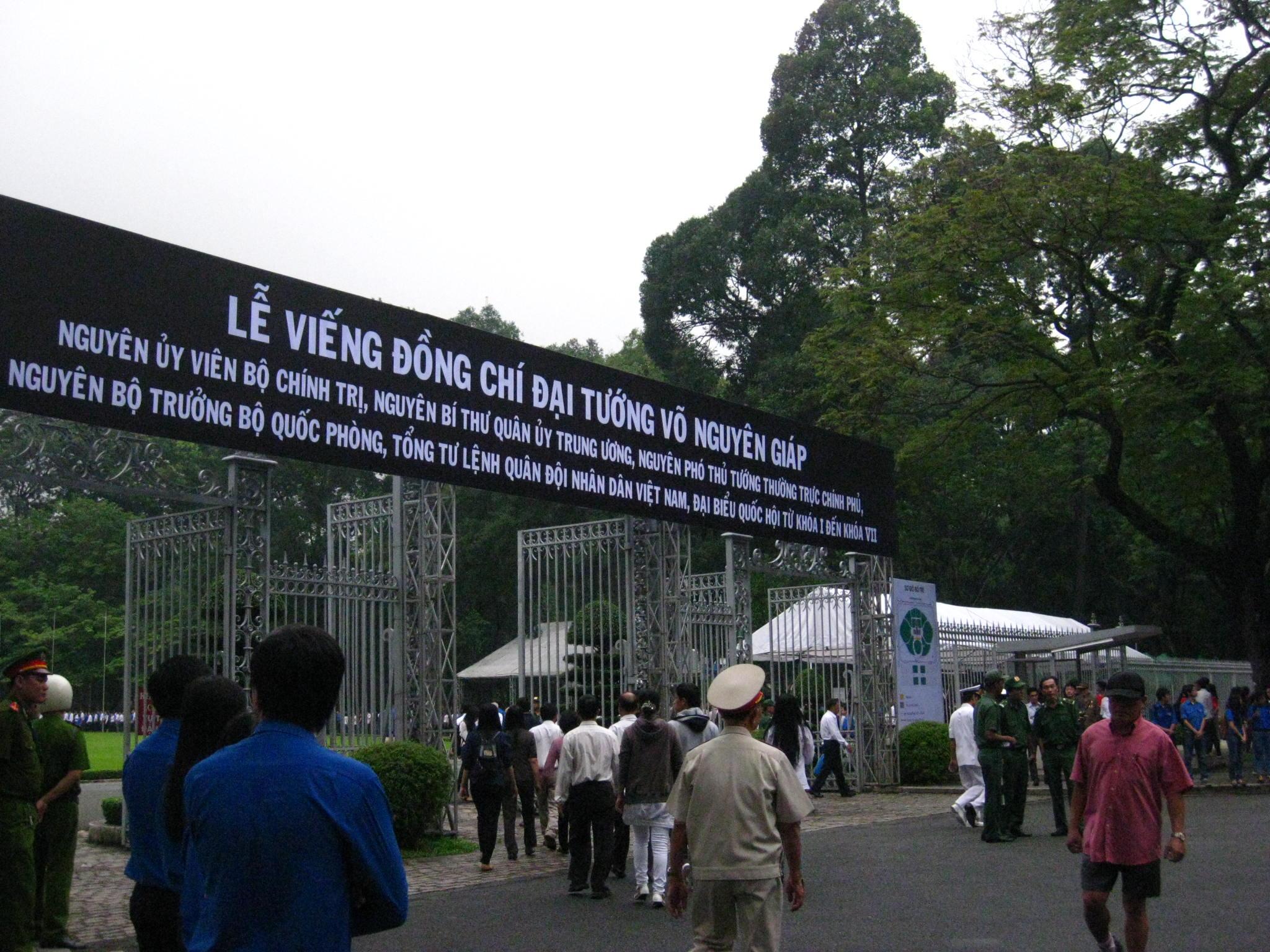 Lễ viếng Đại tướng Võ Nguyễn Giáp kéo dài hết đêm - Ảnh 24