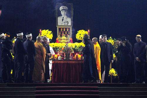 Lễ viếng Đại tướng Võ Nguyễn Giáp kéo dài hết đêm - Ảnh 26
