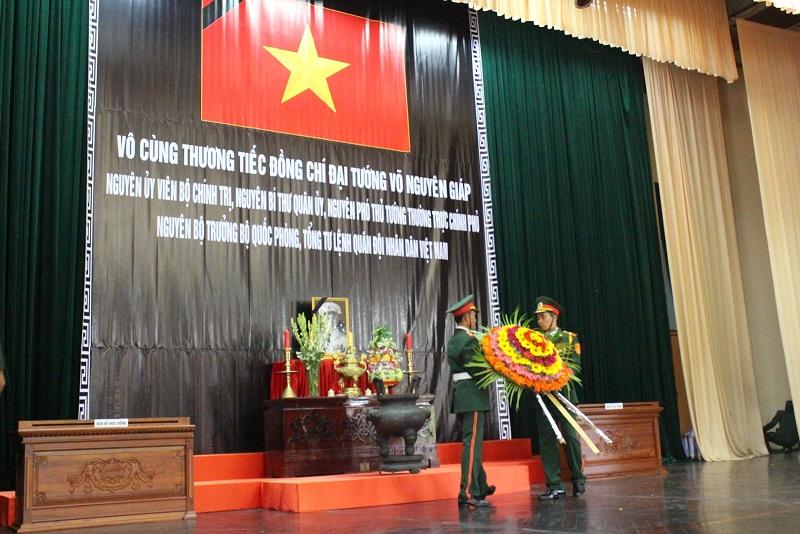 Lễ viếng Đại tướng Võ Nguyễn Giáp kéo dài hết đêm - Ảnh 29