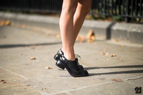 Chọn giày bệt trendy để thoải mái vui chơi ngày nghỉ lễ  - Ảnh 10