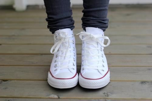Chọn giày bệt trendy để thoải mái vui chơi ngày nghỉ lễ  - Ảnh 13