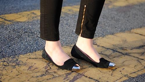 Chọn giày bệt trendy để thoải mái vui chơi ngày nghỉ lễ  - Ảnh 8