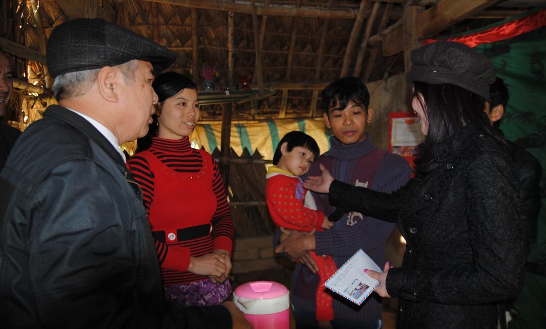 210 triệu đồng giúp người dân nghèo Hà Tĩnh đón tết - Ảnh 1