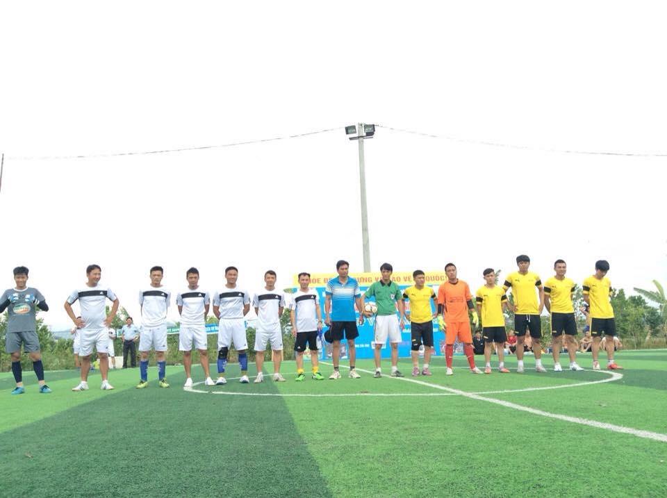 Tưng bừng khai mạc giải bóng đá mini nam thanh niên tranh cúp Việt Nam Xanh - Ảnh 1