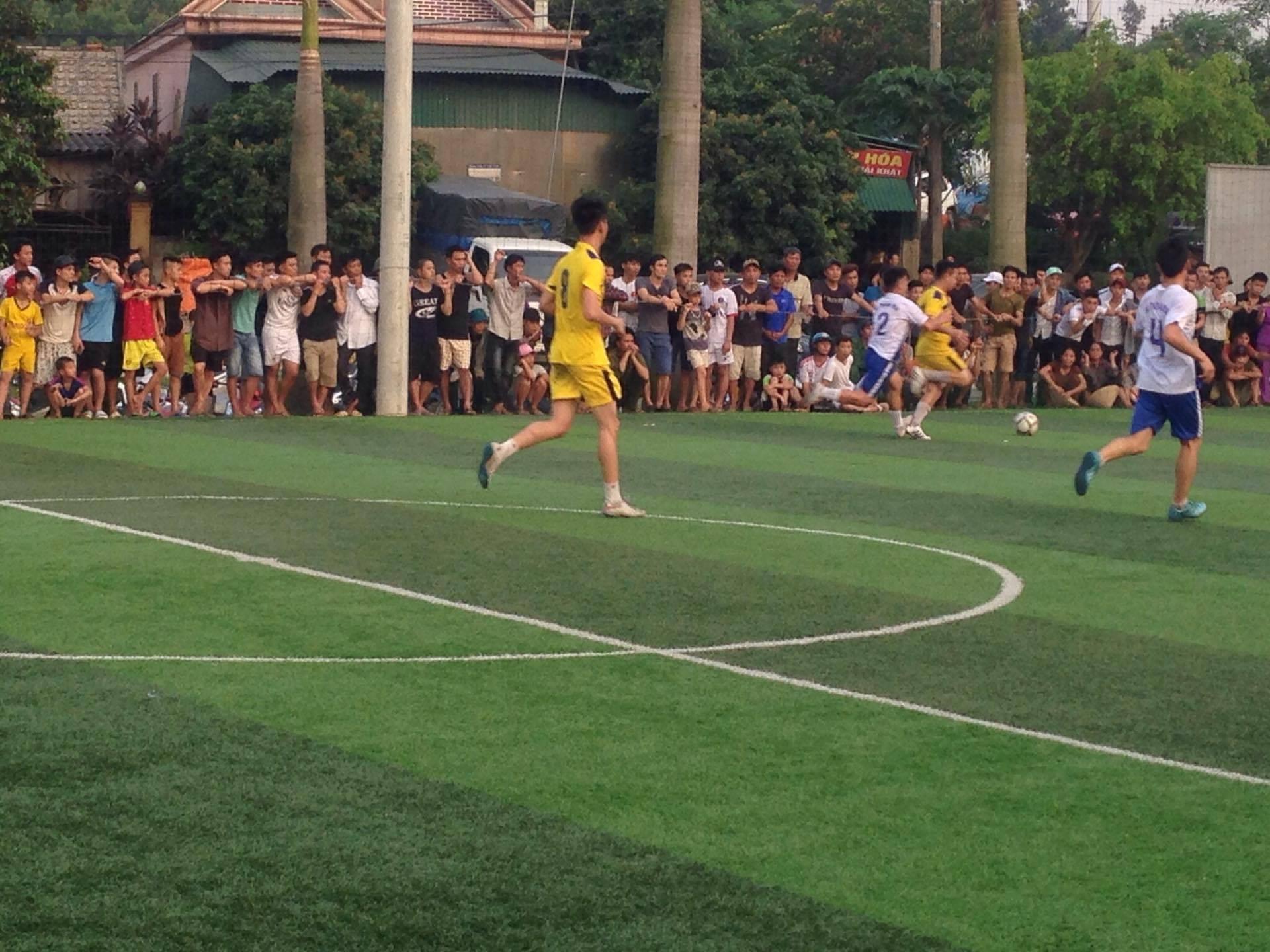 Tuấn Hưng đấu bóng ở Hà Tĩnh gây quỹ ủng hộ ngư dân - Ảnh 2