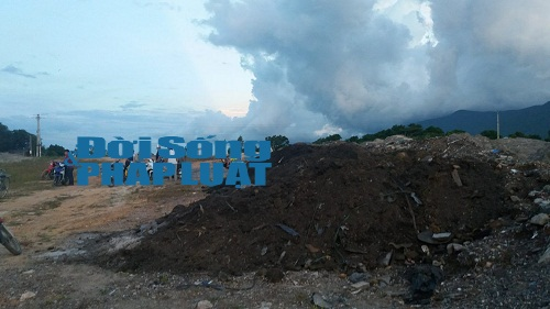 Chất thải của Formosa được Chủ tịch TX Kỳ Anh chỉ đạo đổ gần khu dân cư - Ảnh 2