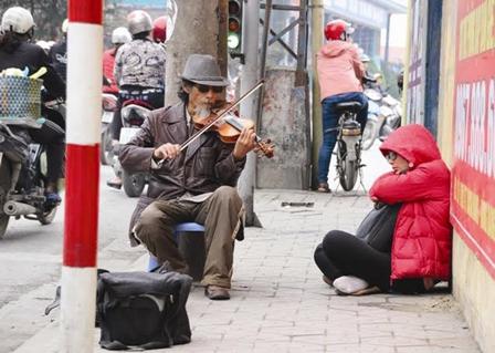 Cuộc đời như tiểu thuyết buồn của lão nghệ sĩ đường phố - Ảnh 2