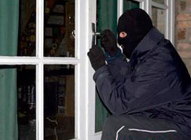 """Trộm cắp để có tiền """"nướng"""" vào quán Bar - Ảnh 1"""