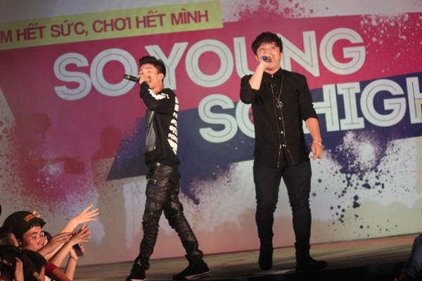 """Các chàng trai 5S Online """"khóa môi"""" ngay trên sân khấu thành Vinh - Ảnh 11"""