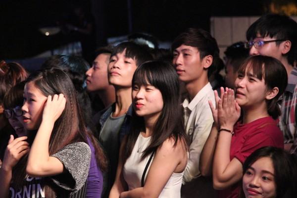 """Các chàng trai 5S Online """"khóa môi"""" ngay trên sân khấu thành Vinh - Ảnh 2"""