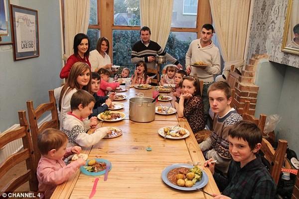 Gia đình đông con nhất nước Anh, đón nhận thêm thành viên thứ 20 - Ảnh 2