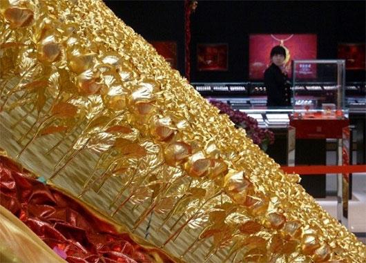 """Quy trình làm hoa hồng dát vàng và bí kíp nhận biết """"hàng fake"""" - Ảnh 7"""