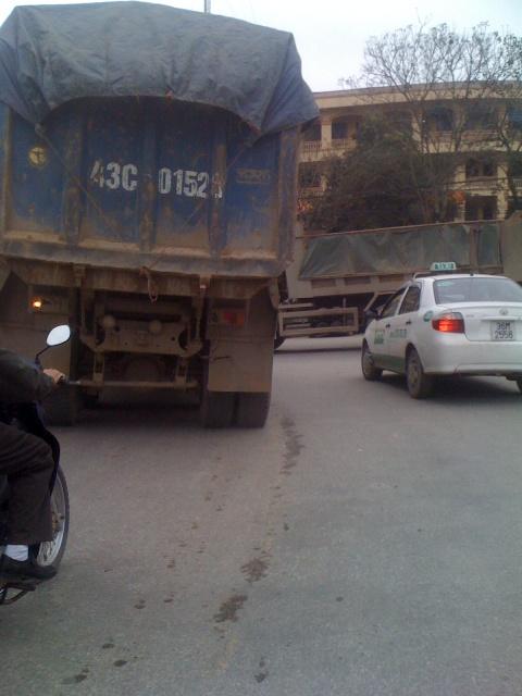 """Thành phố Thanh Hóa """"bất lực"""" trước thực trạng xe chở quá tải. - Ảnh 4"""