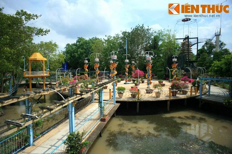 Khám phá thánh địa lạ lùng nhất Việt Nam - Ảnh 2