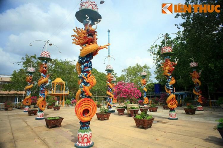 Khám phá thánh địa lạ lùng nhất Việt Nam - Ảnh 3