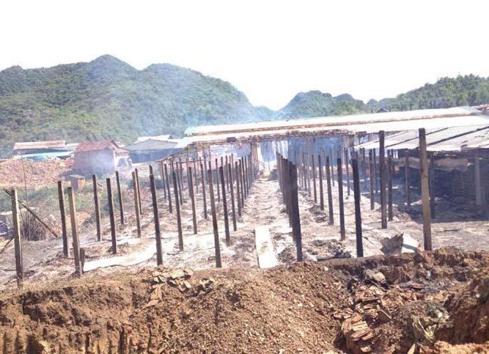 Lò gạch bùng cháy, khu làng nghề bị thiêu rụi - Ảnh 1