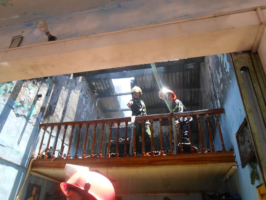 TP Huế: Cháy nhà hai tầng, 3 ông cháu thoát nạn - Ảnh 4
