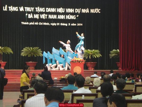 TP HCM: Trao danh hiệu cho 89 mẹ Việt Nam Anh hùng - Ảnh 1