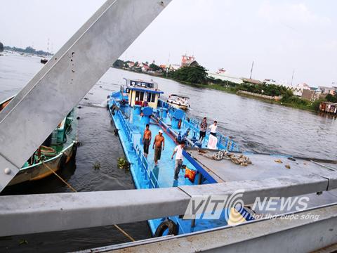 """""""Tử thần"""" rình rập trên những chiếc cầu qua sông Sài Gòn - Ảnh 2"""