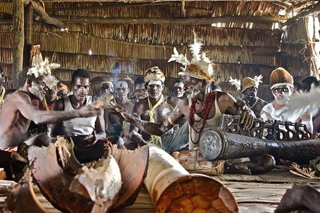 Bộ tộc từng ăn thịt người, thích kết hôn… đồng giới - Ảnh 18