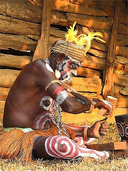 Bộ tộc từng ăn thịt người, thích kết hôn… đồng giới - Ảnh 5