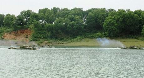 Quân đoàn 1 thực hành vượt sông sát thực tế chiến đấu - Ảnh 4