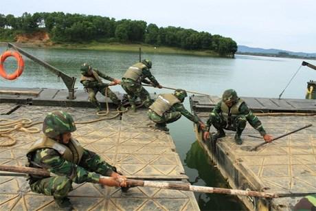 Quân đoàn 1 thực hành vượt sông sát thực tế chiến đấu - Ảnh 1