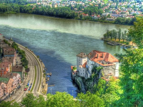Kỳ lạ những dòng sông hai màu nước trên thế giới - Ảnh 3