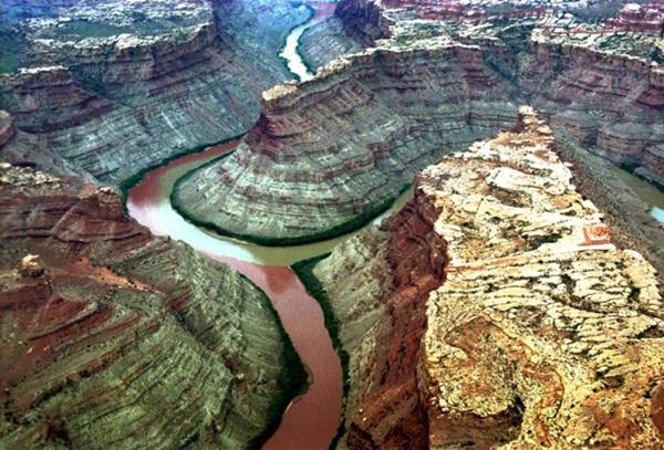 Kỳ lạ những dòng sông hai màu nước trên thế giới - Ảnh 5