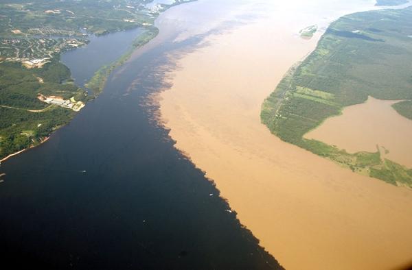 Kỳ lạ những dòng sông hai màu nước trên thế giới - Ảnh 6