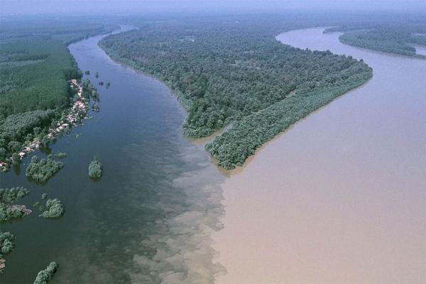 Kỳ lạ những dòng sông hai màu nước trên thế giới - Ảnh 9