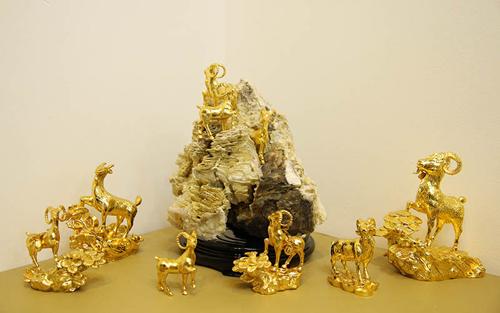 Cận cảnh những bức tượng Dê giá bạc triệu chơi Tết - Ảnh 1