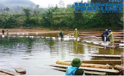 Đột kích điểm nóng khai thác gỗ lậu tại một xã vùng biên - Ảnh 2
